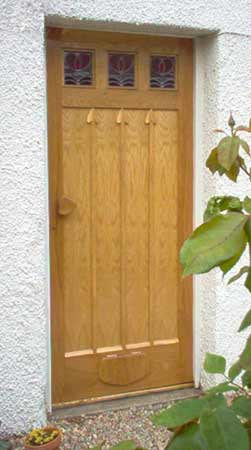 photograph of an arts and crafts style oak door by samsons joinery